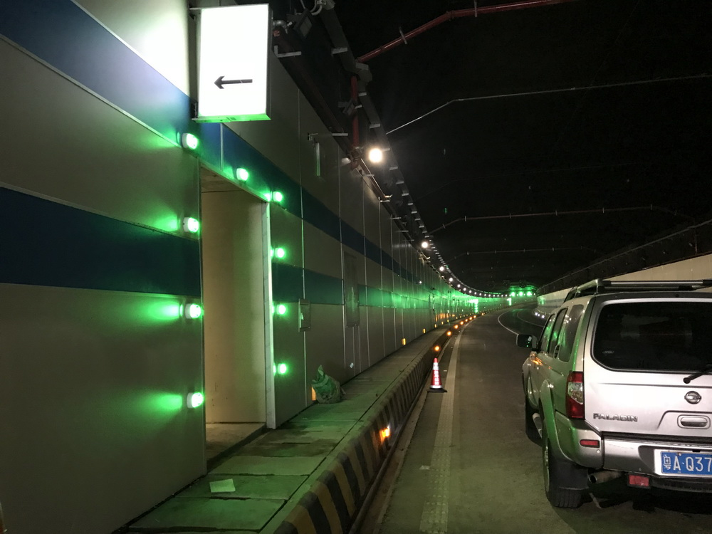 珠海拱北隧道应急通道智能引导灯