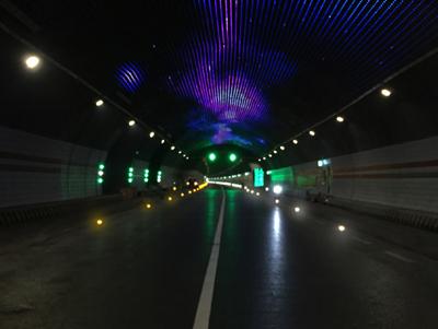 二郎山隧道加宽带智能灯指引系统